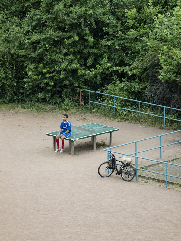 daily life of outdoor ping pong table by tomiyasu hayahisa 1 The Life and Times of an Outdoor Ping Pong Table (8 pics)