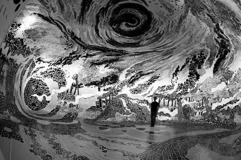 oscar oiwa uses 120 sharpies to create giant 360 drawing inside inflatable balloon 7 Artist Uses 120 Sharpies to Create Giant 360 Drawing Inside Inflatable Balloon