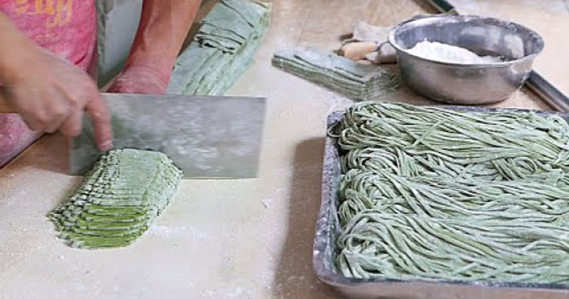 Zen Out to This Guy Masterfully Making Chinese Spinach Noodles