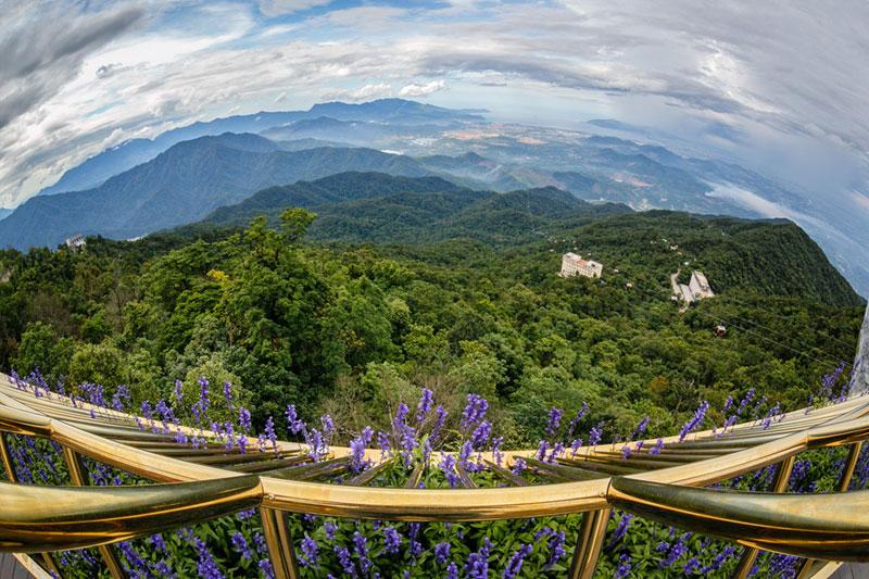 giant hands holding up golden bridge on ba na hills da nang vietnam 6 Giant Hands Raise Bridge in Vietnam to the Sky