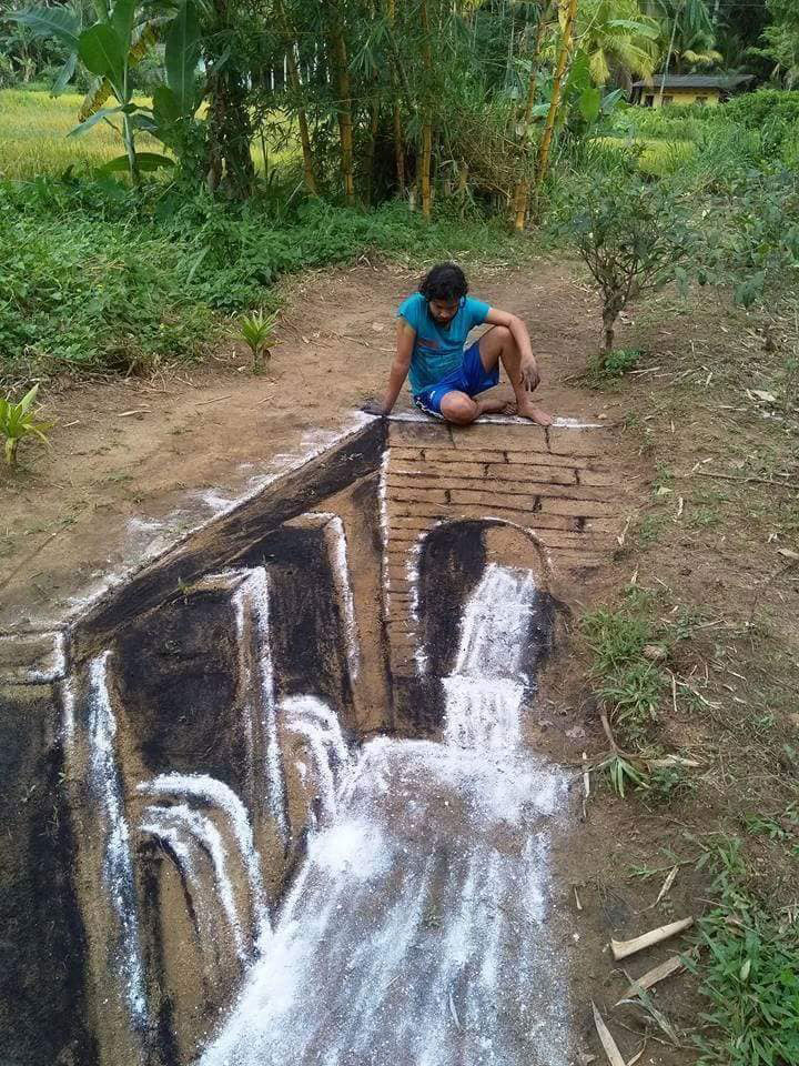 artist draws with flour and charcoal 1 Artist Draws With Charcoal and Flour