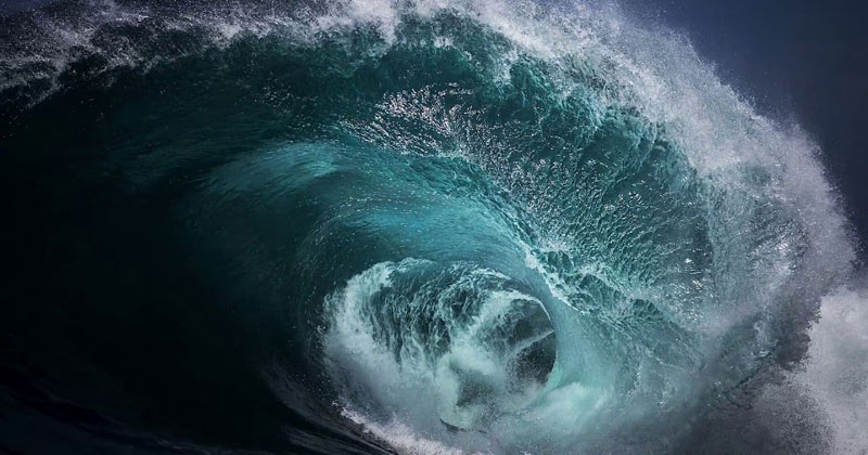 Infinite Loops of Crashing Waves Made from Single Photographs