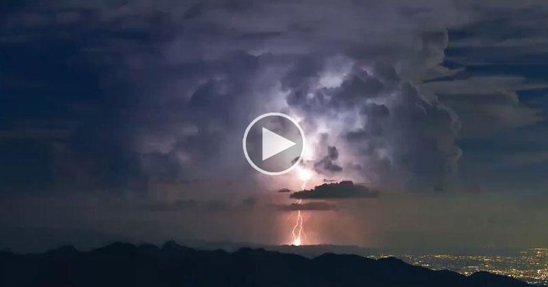 Amazing Timelapse Captures Crazy Lightning Storm Near Tokyo