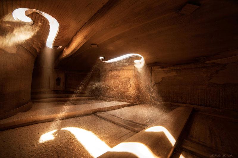 photos inside a cello 1 Amazing Photos from the Inside of a Cello