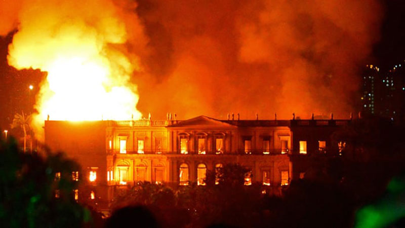 brazil museum rio on fire burns 2 Brazil Suffers Incalculable Cultural Loss as 200 Year Old Museum Burns