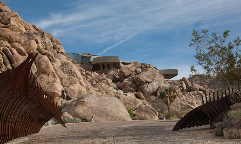 desert house by ken kellogg john vugrin 5 This Organic Desert House in Joshua Tree, CA is at One With Its Environment