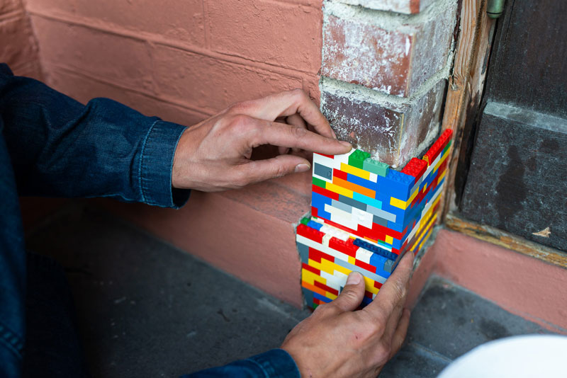 filling holes and cracks in walls with lego jan vormann 4 People Around the Globe Are Filling Cracks With LEGO (10 Photos)