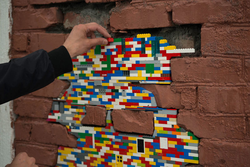 filling holes and cracks in walls with lego jan vormann 5 People Around the Globe Are Filling Cracks With LEGO (10 Photos)