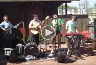 Mumford and Sons Perform 'The Cave' Outside a Pizzeria Before Becoming Famous