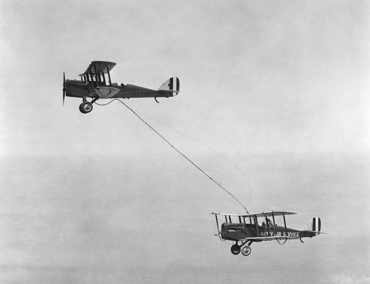 aerial refueling 9 Aerial Refueling Looks as Cool as It Sounds (10 Photos)