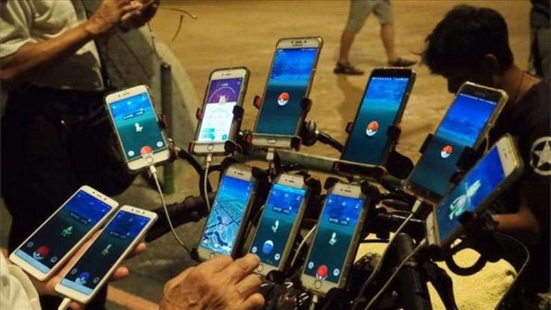 uncle pokemon the 70 year old gamer that plays pokemon go on 11 phones 4 Uncle Pokemon, the 70 Year Old Gamer That Plays Pokemon Go On 11 Phones