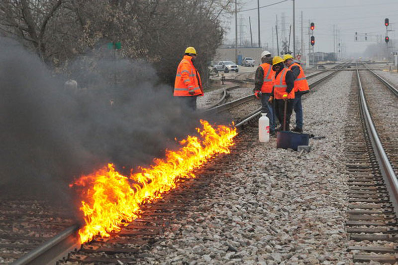 it27ssocoldinchicagothey27resettingtracksonfiretokeeptrainsmoving28129 Its So Cold in Chicago Theyre Setting Tracks on Fire to Keep Trains Moving