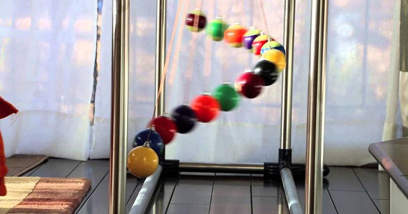 Pendulum Waves Make the Most Mesmerizing Physics Demonstrations