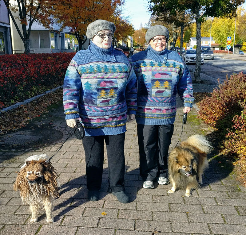 life sized crochet doubles by liisa hietanen 1 Surreal Photos of People Posing With Their Life Size Crochet Double