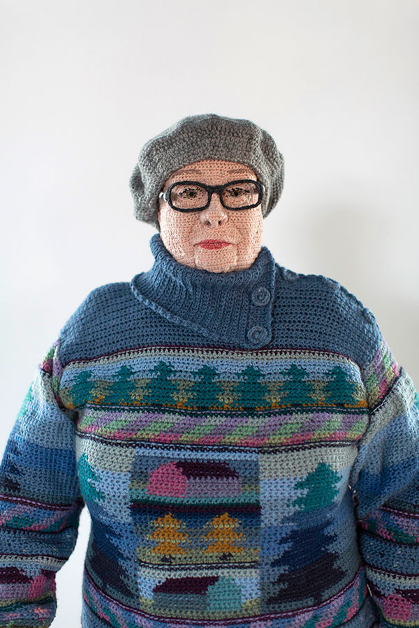 life sized crochet doubles by liisa hietanen 10 Surreal Photos of People Posing With Their Life Size Crochet Double