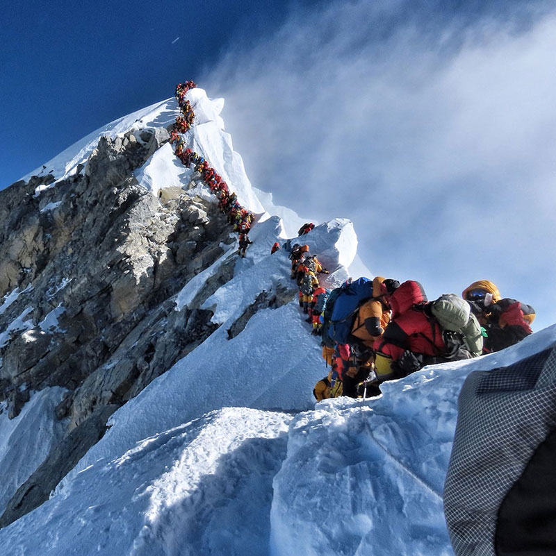 crowded everest summit This Photo from the Summit of Everest is Insane
