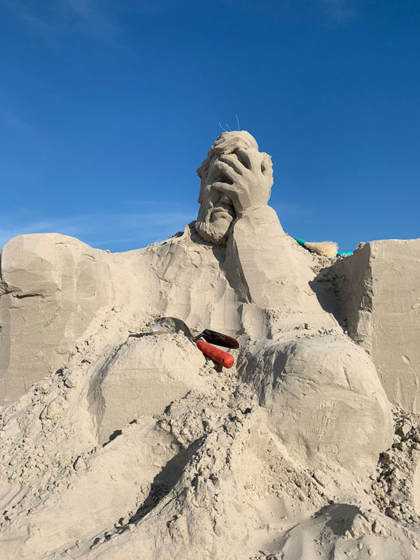liberty crumbling by damon langlois 5 The Winning Sand Sculpture of the 2019 Texas Sand Sculpture Festival