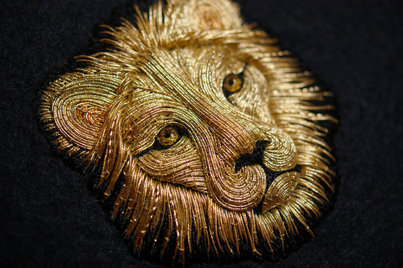 hand emroidered animals by laura baverstock 8 Stunning Animals Embroidered by Hand Using Colored and Metallic Thread