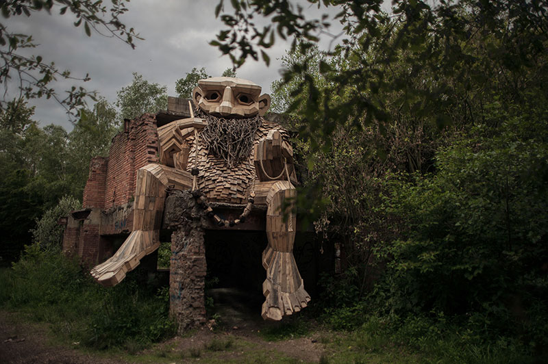 the 7 trolls and the magical tower by thomas dambo 2 The Tale of the 7 Trolls and the Magical Tower of Belgium