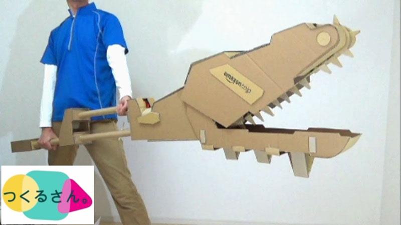 guy makes toy weapons from old amazon boxes 6 Guy Makes Oversized Novelty Weapons from Old Amazon Boxes