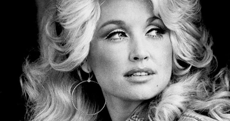 If you Slow Down Dolly Parton's 'Jolene' It Sounds Totally Different Yet Amazing