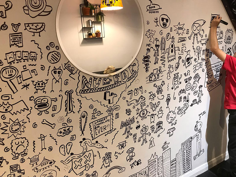 kid told not to doodle in class gets hired by local restaurant to decorate their walls 23 1 Kid Told Not to Doodle in Class Gets Hired by Local Restaurant to Decorate Their Walls