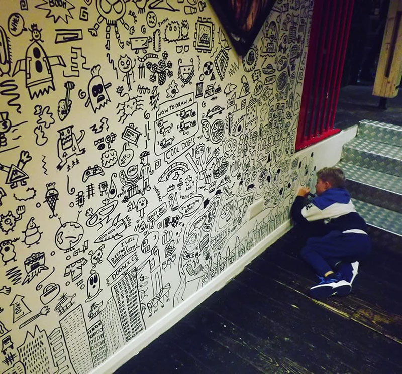 kid told not to doodle in class gets hired by local restaurant to decorate their walls 9 Kid Told Not to Doodle in Class Gets Hired by Local Restaurant to Decorate Their Walls