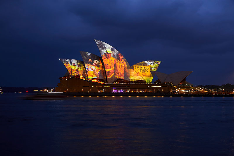 sydney opera house thank you message firefighters The Sydney Opera House Says Thank You to the Brave Firefighters