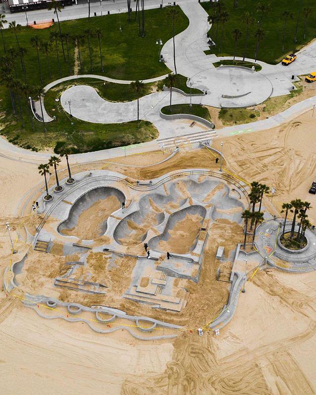 venice beach skate park coverd in sand hunter weiss 2 Iconic Venice Beach Skate Park Filled With Sand to Deter Skateboarders