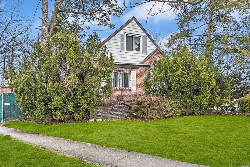 800k dump in flushing queens for sale 11 This is Currently Listed for $828K in Queens, NY Right Now