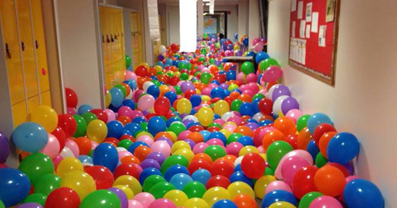 teacher balloon lesson Teacher Fills Hallway with Balloons to Give Students a Lesson on Happiness