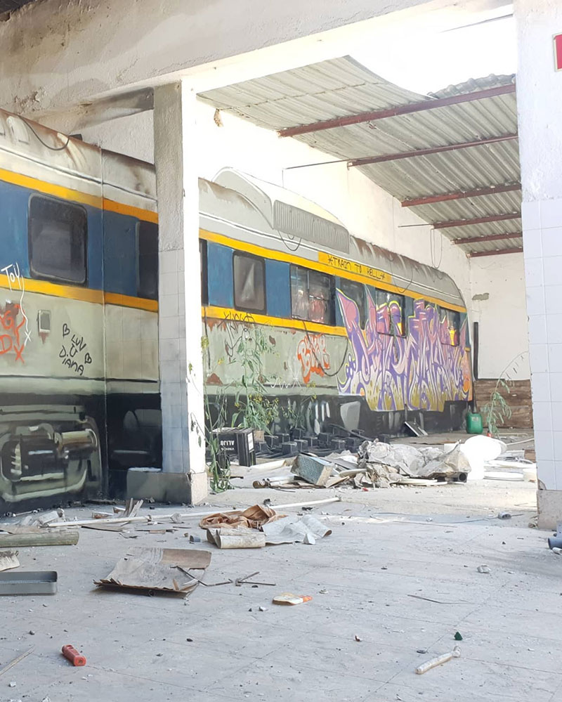 3d street art train by odeith 4 A Little Paint Can Turn This Into That