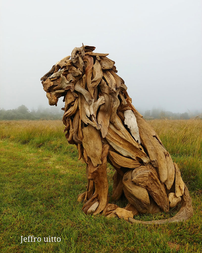 driftwood animal sculptures by jeffro uitto 6 Jeffro Uitto Uses Driftwood to Make the Most Amazing Animal Sculptures Weve Seen