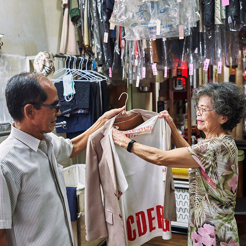 elderly couple model clothes left at their laundromat 1 Married For 60 Years, This Couple Finds Fun Modelling Clothes Left at Their Laundromat