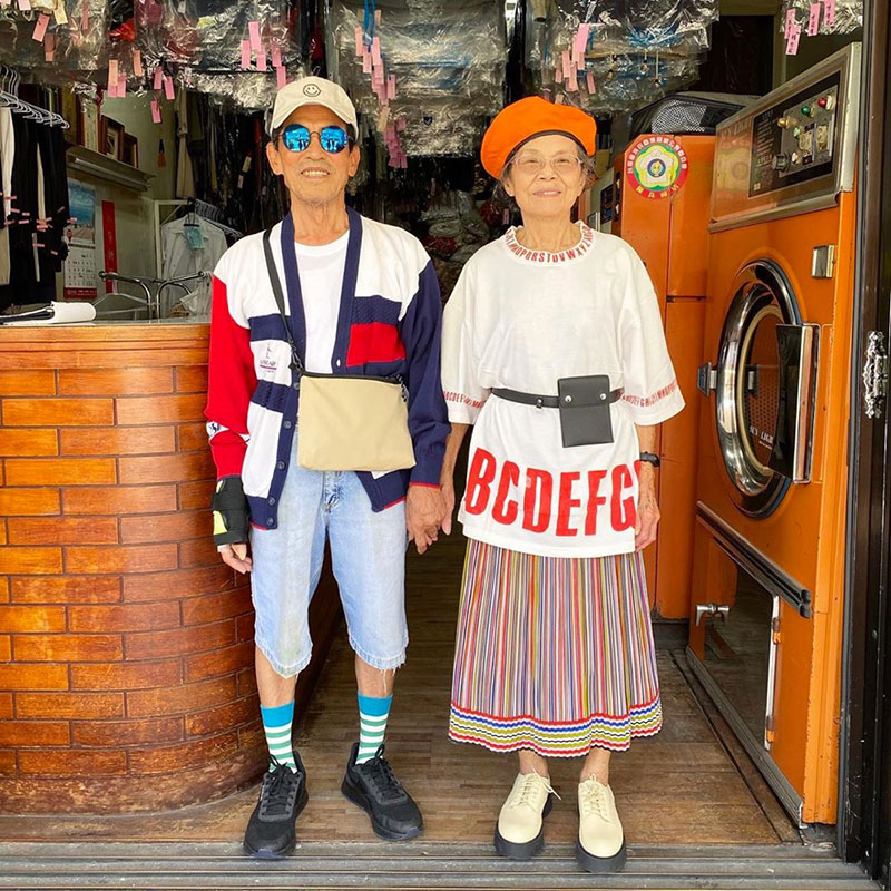 elderly couple model clothes left at their laundromat 2 Married For 60 Years, This Couple Finds Fun Modelling Clothes Left at Their Laundromat