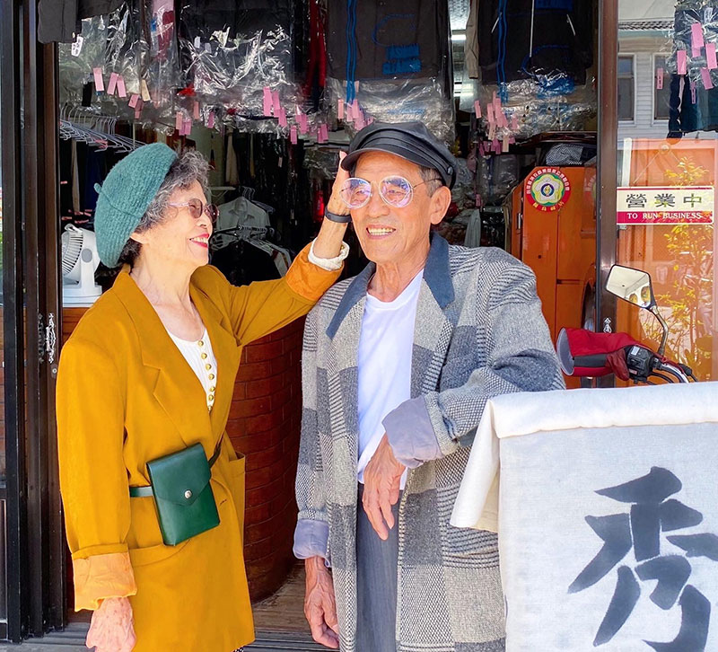 elderly couple model clothes left at their laundromat 6 Married For 60 Years, This Couple Finds Fun Modelling Clothes Left at Their Laundromat