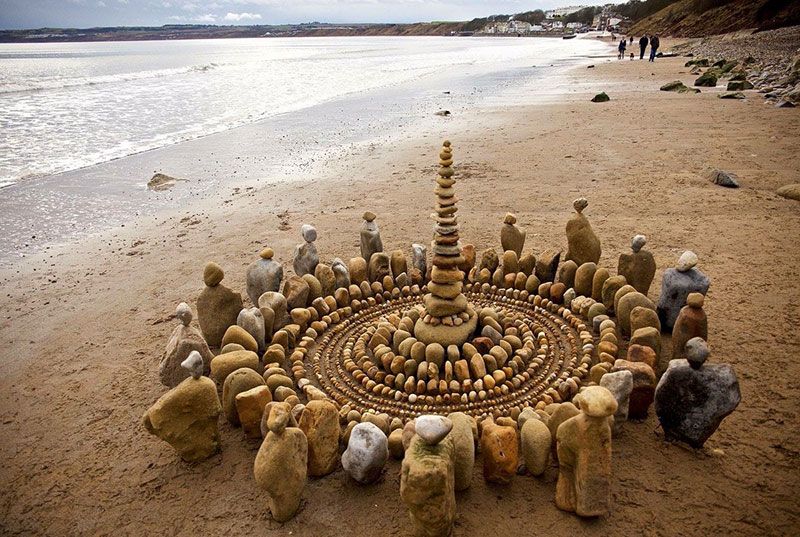 earth art by james brunt 2020 16 James Brunt Uses Fall Foliage to Create Temporary Works of Earth Art