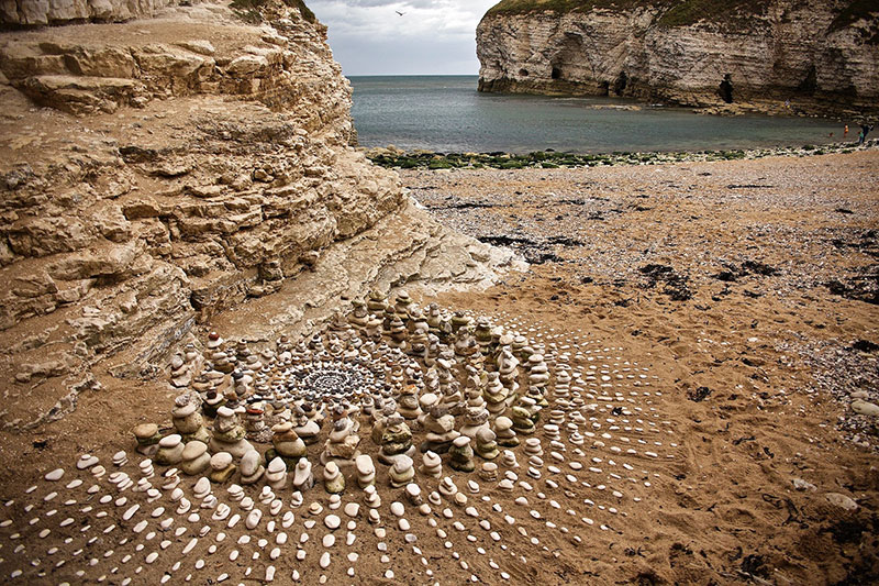 earth art by james brunt 2020 3 James Brunt Uses Fall Foliage to Create Temporary Works of Earth Art