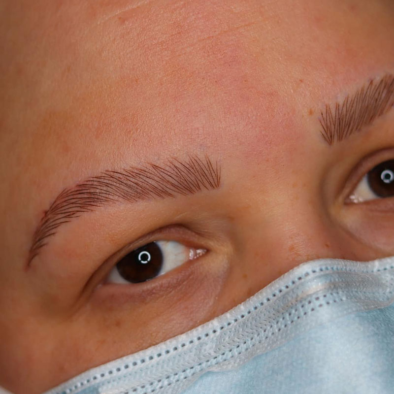 Artist Tattoos Eyebrows for Clients with Alopecia This Artist Tattoos Eyebrows for Clients with Alopecia