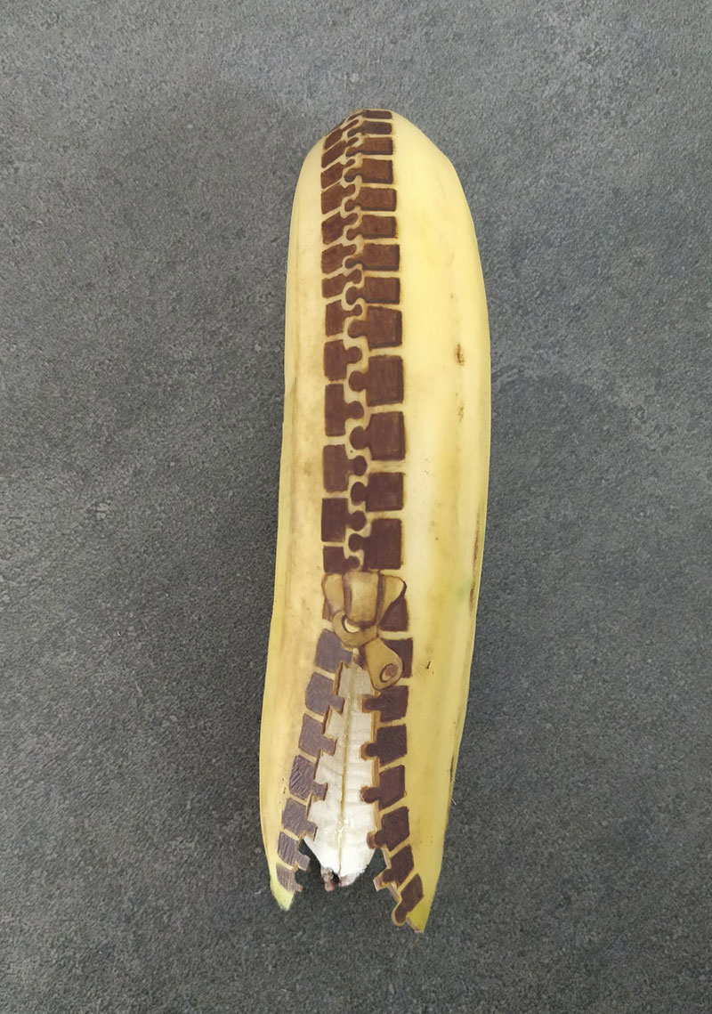 bruised banana art by anna chojnicka 15 Amazing Banana Art Made by Poking and Bruising the Skin, No Ink is Used