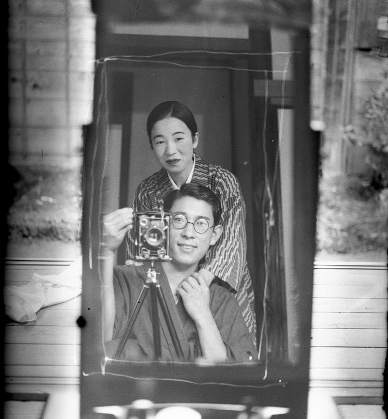 japan couple mirror selfie circa 1920 100 years old A Mirror Selfie from Japan circa 1920