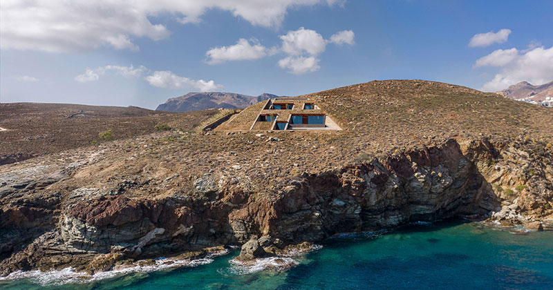 Check Out this Ambitious House Built Into a Cliffside in Greece