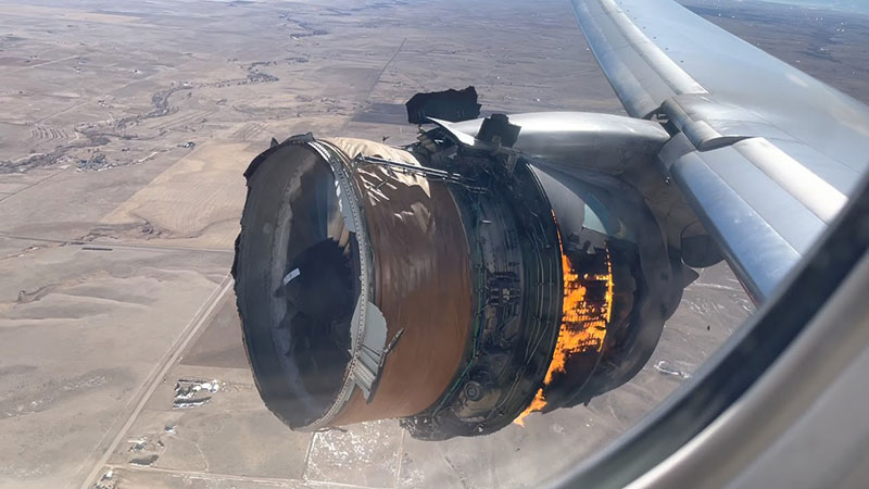 plane engine on fire mid air united airlines flight 328 boeing 777 4 These Two Strangers Had a Crazy Saturday and the Pics to Prove It