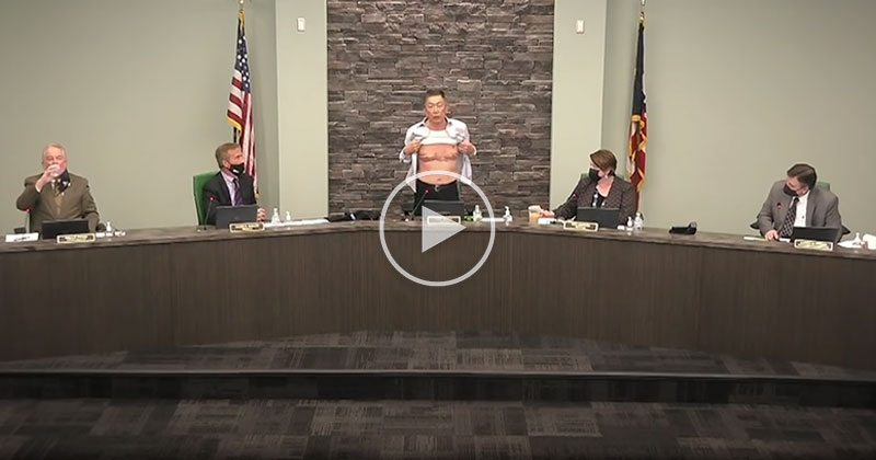 'Is This Patriot Enough?' Elected Official Lee Wong Shows Military Scars in Impassioned Speech