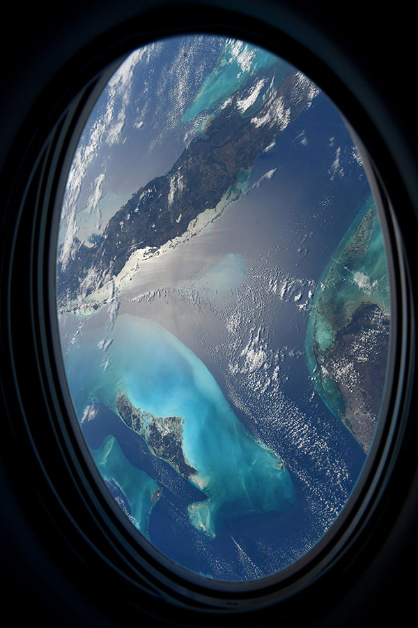 astronaut mike hopkins photos from window of spacex crew dragon resilience 1 Astronaut Mike Hopkins is Sharing Photos from his Window Seat and Theyre Incredible