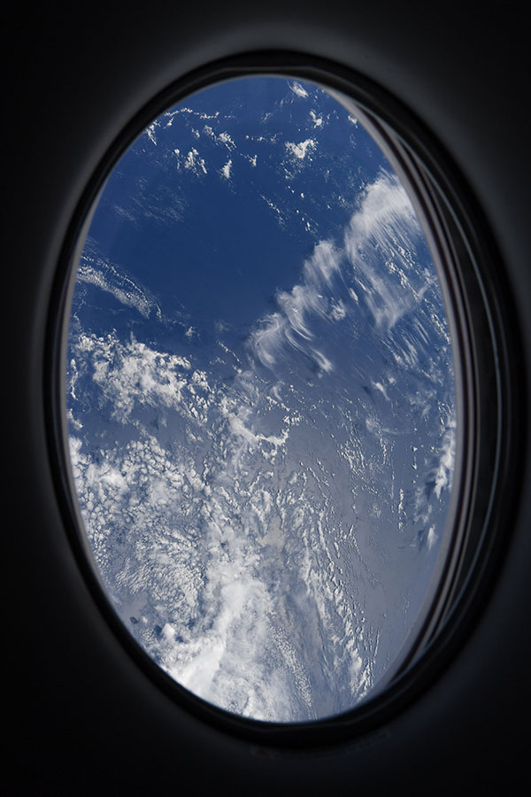 astronaut mike hopkins photos from window of spacex crew dragon resilience 10 Astronaut Mike Hopkins is Sharing Photos from his Window Seat and Theyre Incredible