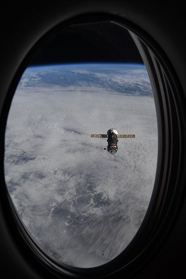 astronaut mike hopkins photos from window of spacex crew dragon resilience 2 Astronaut Mike Hopkins is Sharing Photos from his Window Seat and Theyre Incredible