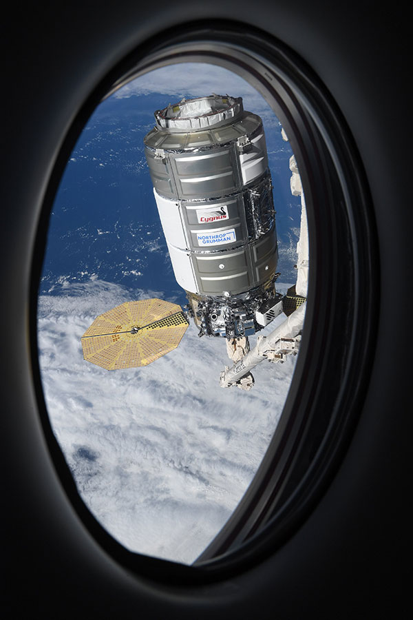 astronaut mike hopkins photos from window of spacex crew dragon resilience 4 Astronaut Mike Hopkins is Sharing Photos from his Window Seat and Theyre Incredible