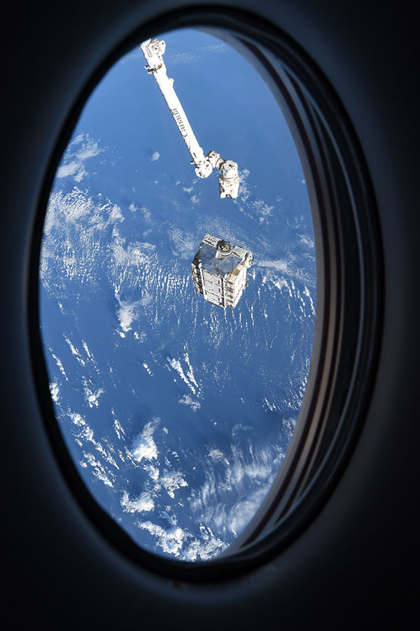 astronaut mike hopkins photos from window of spacex crew dragon resilience 5 Astronaut Mike Hopkins is Sharing Photos from his Window Seat and Theyre Incredible