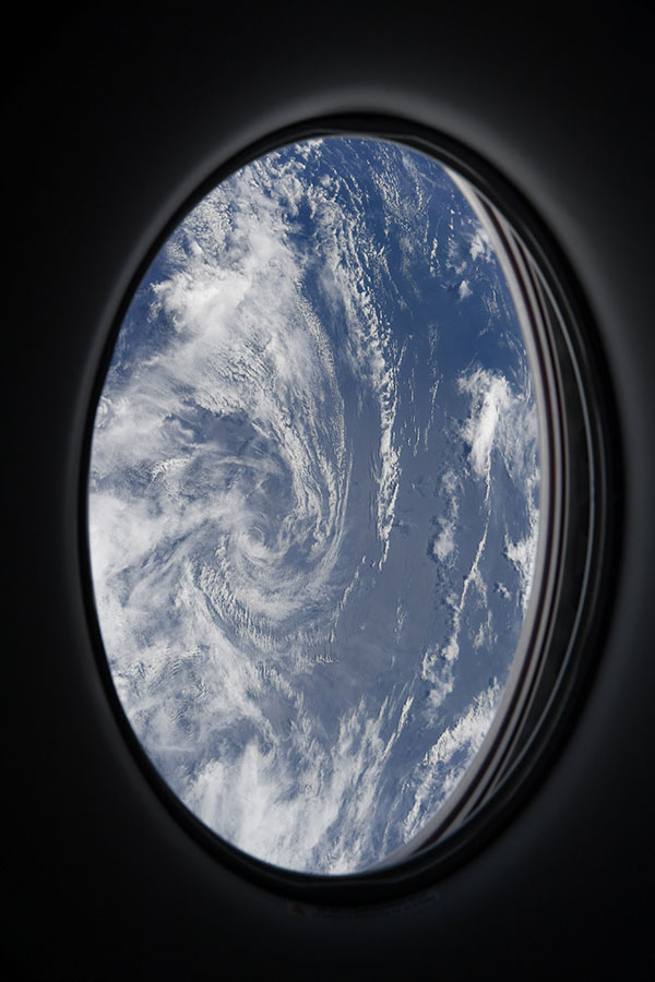 astronaut mike hopkins photos from window of spacex crew dragon resilience 9 1 Astronaut Mike Hopkins is Sharing Photos from his Window Seat and Theyre Incredible